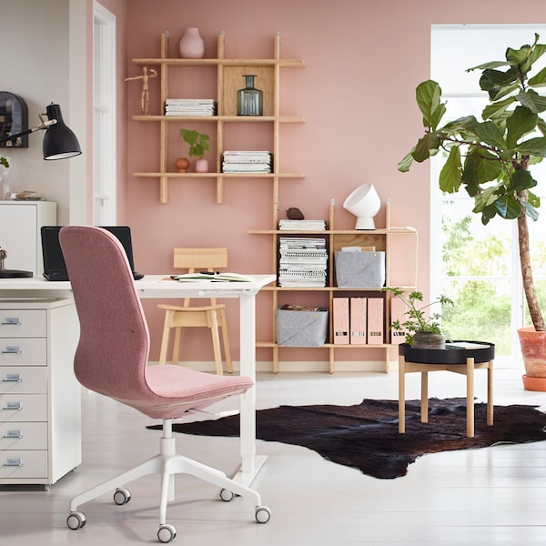 Inspiration Studentenzimmer mit rosa Farbelementen