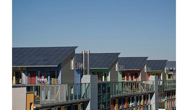 Installation von Solaranlagen: Dachausrichtung & Dachneigung