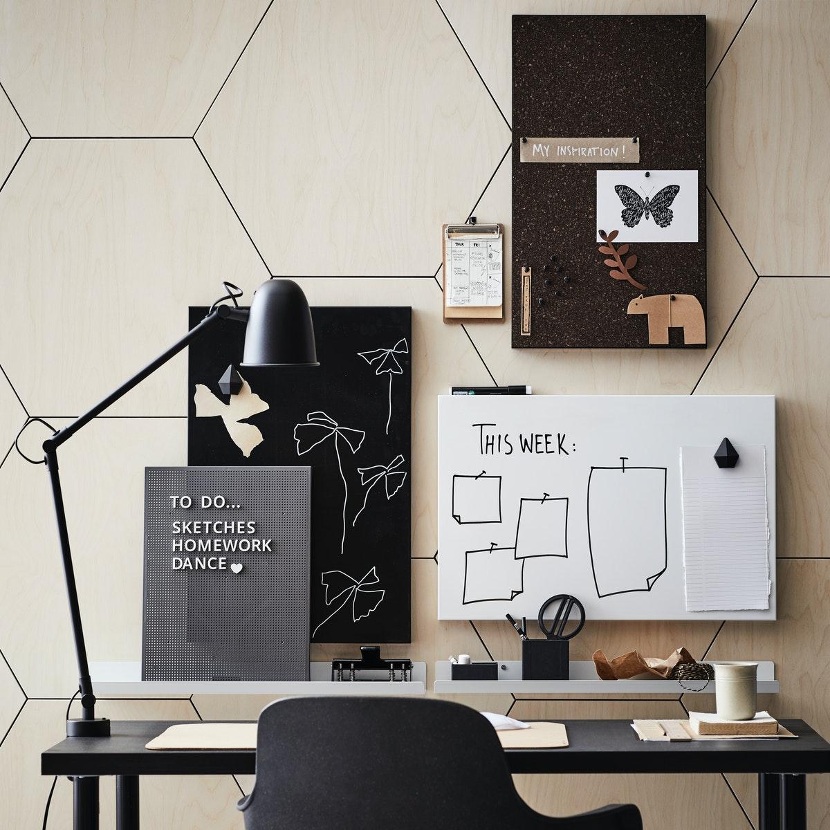 Интерьер кабинета с коллажом на стене 3
