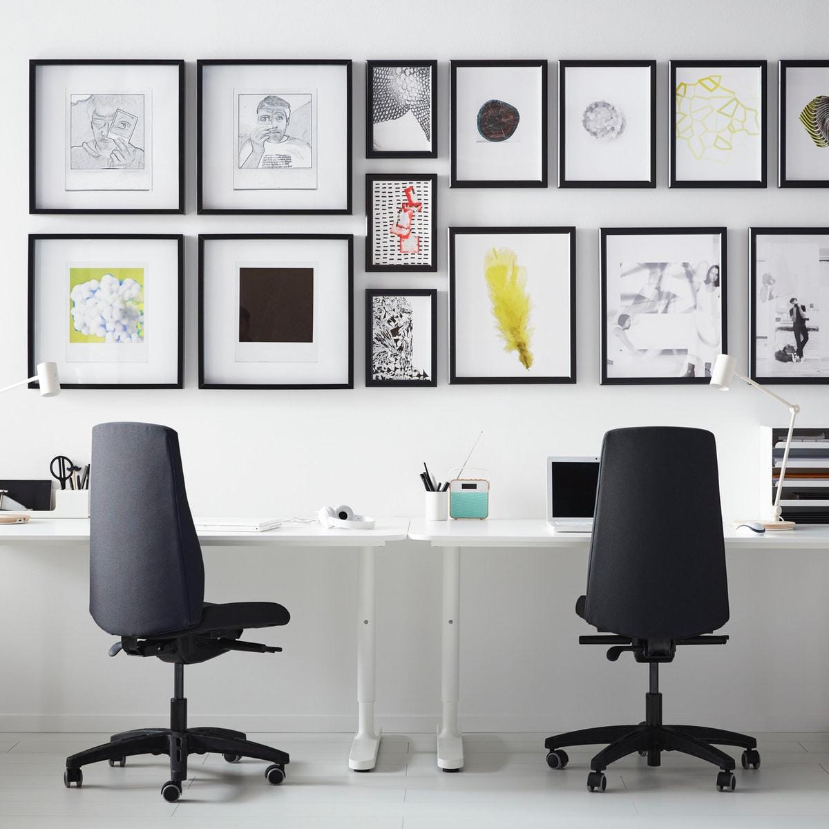Интерьер кабинета с коллажом на стене 5