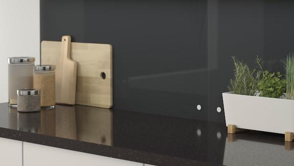 ISHULT Spesialtilpasset veggplate, svart glass