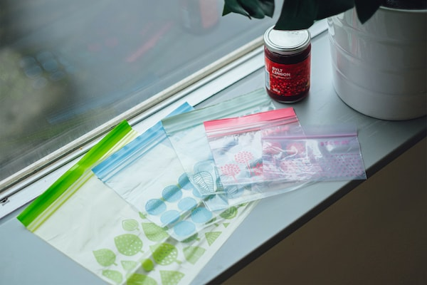 ISTAD freezer bags in different sizes.