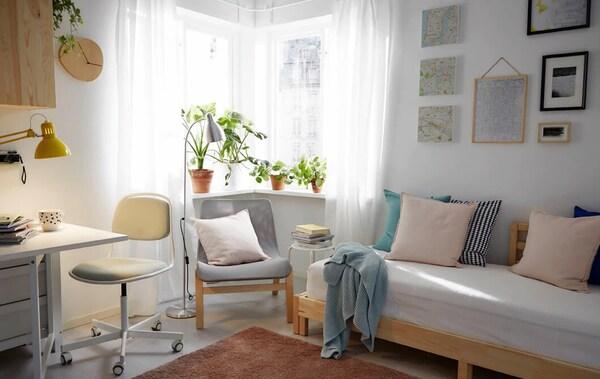 Извлеките из маленького пространства максимум пользы с помощью мебели, которая поможет сделать его и спальней, и гостиной, и столовой, и домашним офисом.