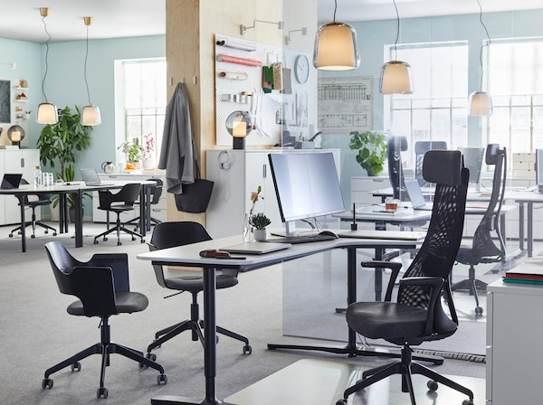 JÄRVFJÄLLET black office chairs BEKANT white sit-standing desks