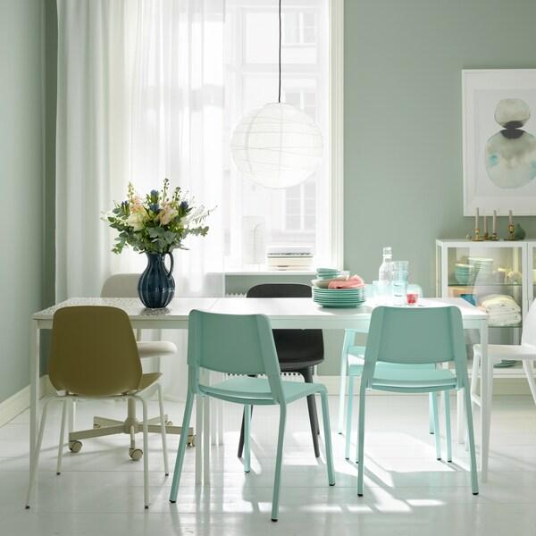 Jak rozkládat jídelní stoly.