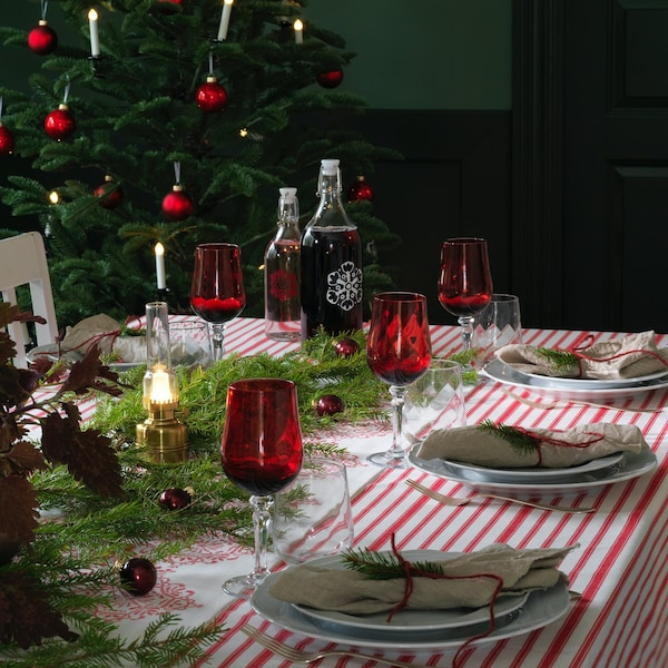 Jakie ozdoby położyć na stół świąteczny?