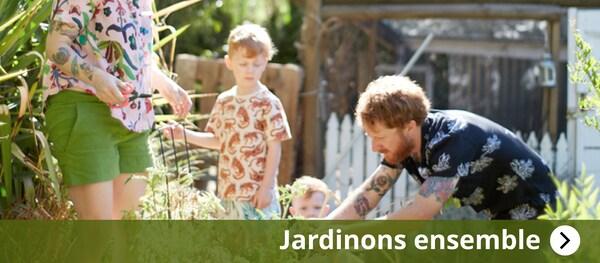 Jardinons ensemble, famillie ensemble dans le jardin
