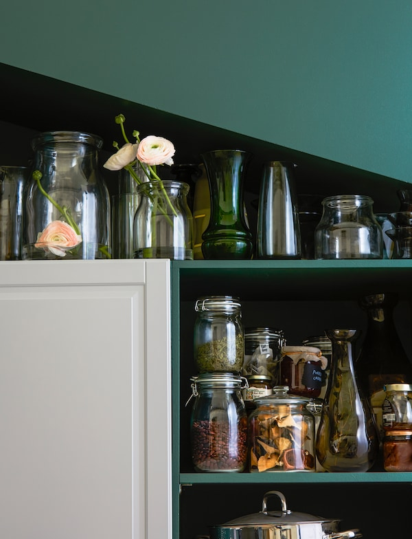 Jars and vases in different heights can be used in spaces with a sloping roof.