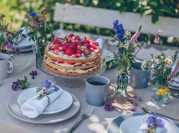 jordgubstårta-gâteau-fraises-crème-midsommar-suédoise