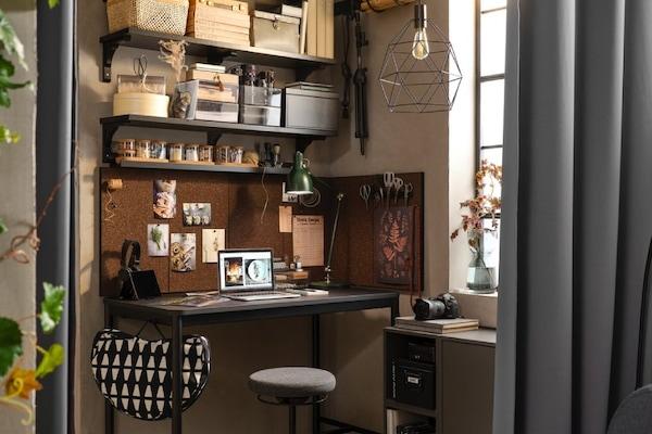 Kącik do pracy w salonie