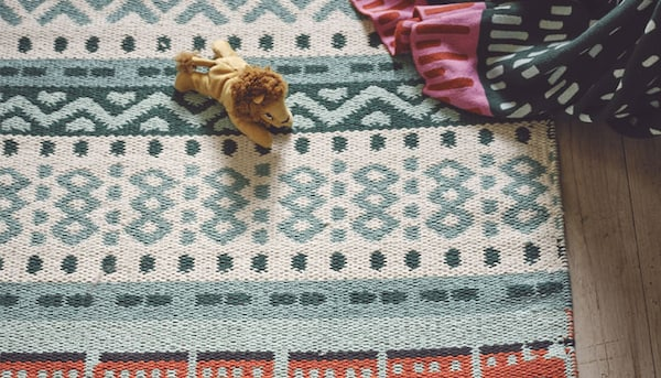 KÄPPHÄST rug on floor with toy lion laying on top