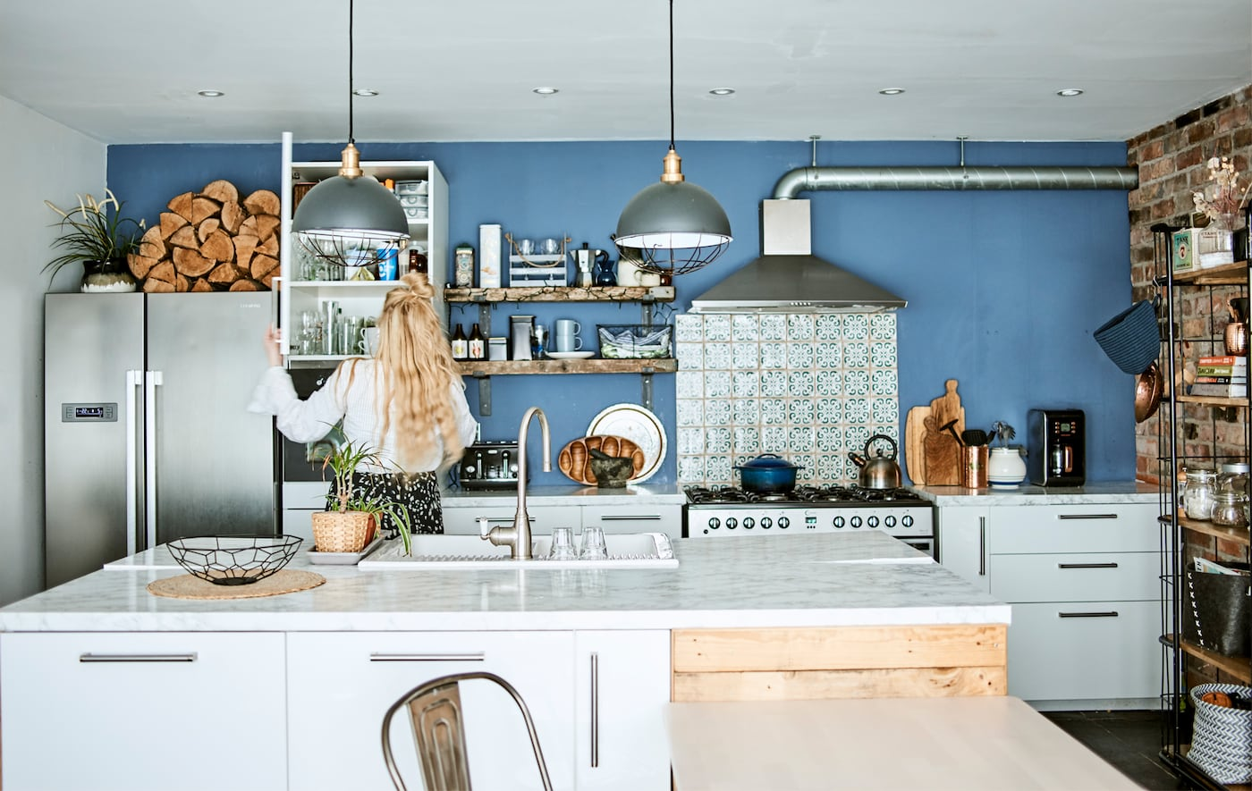 Katty und Marky zeigen, wie sie ihren minimalistisch offenen Wohnraum optimal für die Familie nutzen.