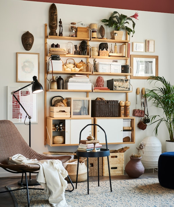 Keep your most cherished travel collectibles out in the open on shelving like IKEA SVALNÄS, for all to see.