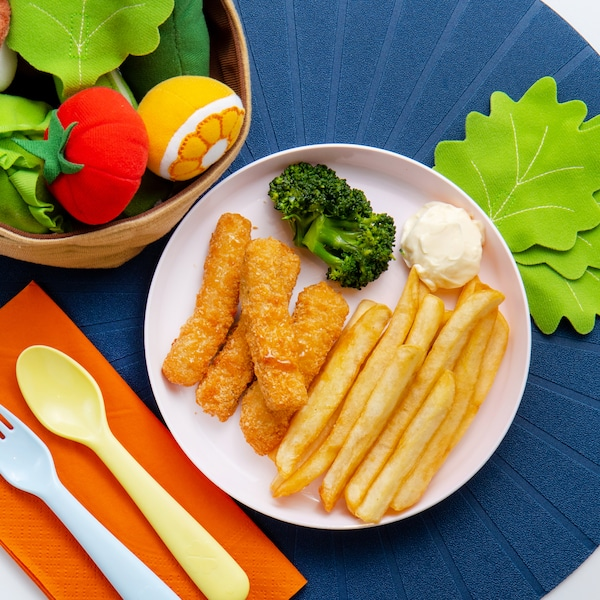 Kid's Plant-based Fishless Fingers with Mayonnaise, Broccoli & Fries