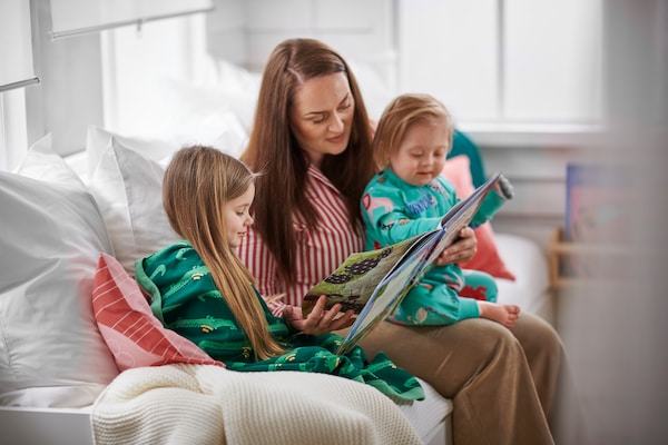 Kids reading with parent