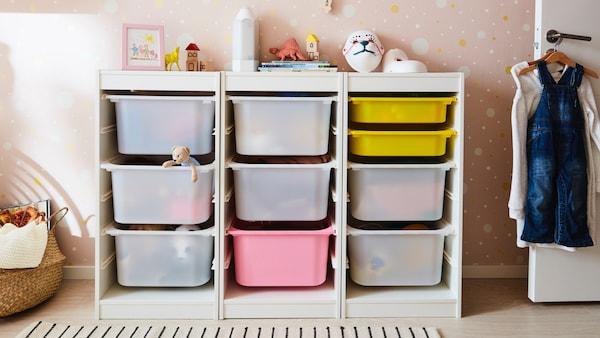 Kinderboxen im Kinderregal schön einsortiert