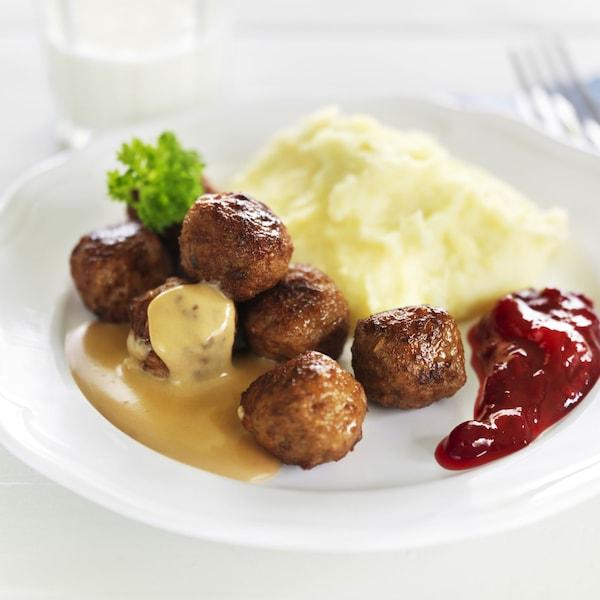 Kjøttboller fra IKEA med potetmos.