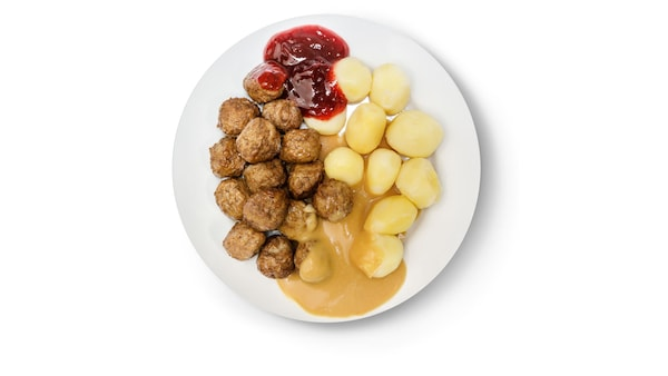 Klasické švédske mäsové guličky s hráškom a brusnicovou omáčkou