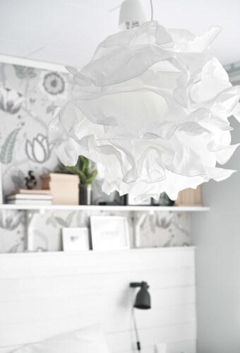Klosz w kształcie chmury wprowadza do miejskiej przestrzeni nieco rustykalnego klimatu
