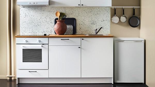 KNOXHULT unit kitchen.