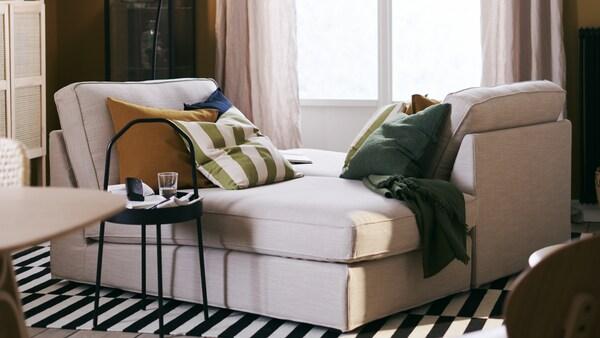 この若いカップルがつくった、シンプルな暮らしとサスティナビリティを追求したアパートをご紹介します。