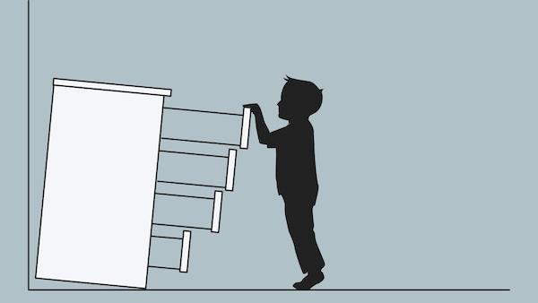 Kresba komody, která není připevněná ke stěně. Komoda padá na dítě, které vytáhlo ven všechny zásuvky.