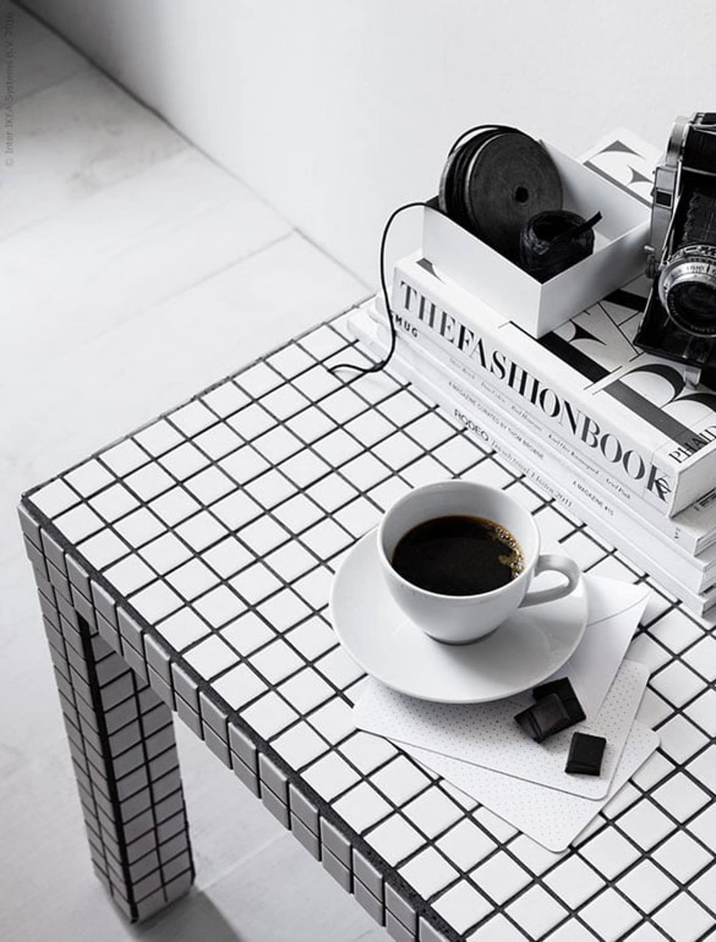 kubus-tafel-DIY-zwart-wit-IKEA wooninspiratie