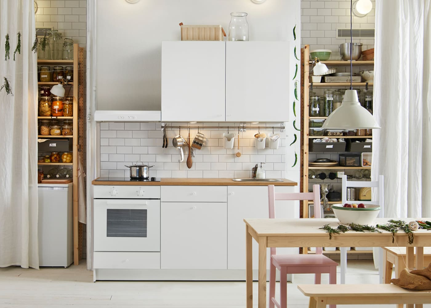 bei ikea gibt es k chenzeilen in jeder preisklasse mit. Black Bedroom Furniture Sets. Home Design Ideas
