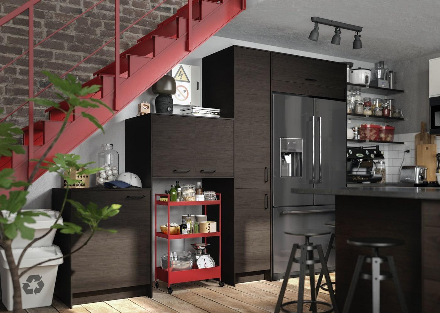 Кухня под темный ясень АСКЕРСУНД ИКЕА фото в интерьере