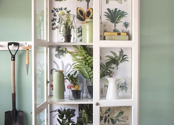 Kunstplanten - LIATORP vitrinekast - IKEA wooninspiratie