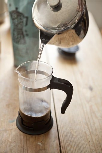 Laisser infuser le café dans un peu d'eau chaude
