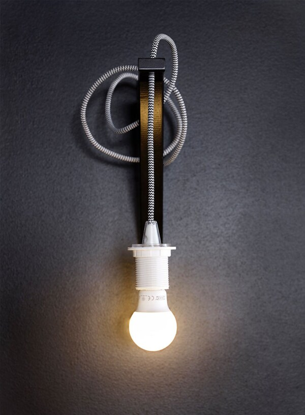 Lampe SEKOND suspendue à un support mural