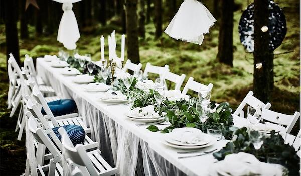 Langer Hochzeitstisch draussen