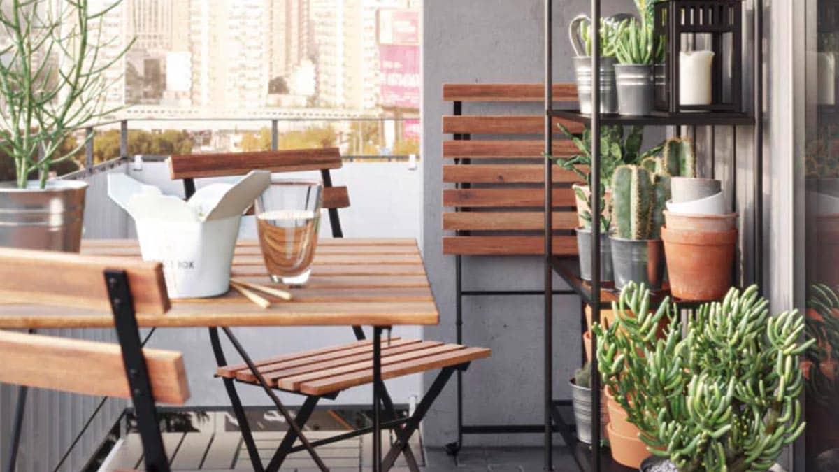 Balcone con tavolo e sedie pieghevoli in acacia ikea for Tavolo e sedie terrazzo