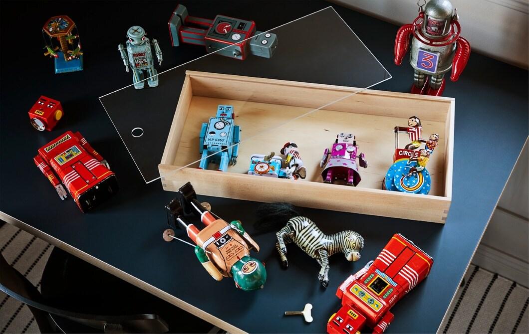 Le bon mode d'exposition donne à ces jouets anciens, qui ont pour vous une valeur sentimentale, des allures d'œuvres d'art aux yeux des autres