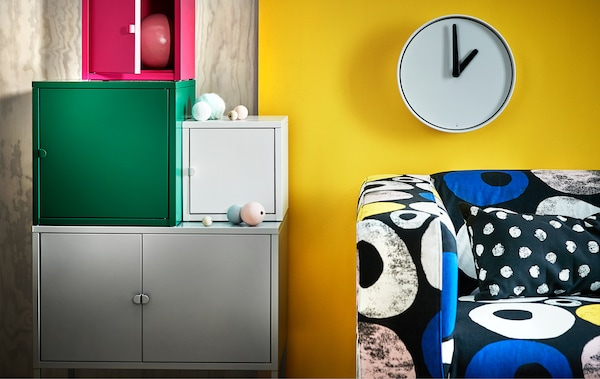 Learn how to mix vivid prints, hot hues and colour blocks. This spring's colourful trend is all about a playful and colourful interior. Why not match LIXHULT cabinets or try our new updated KLIPPAN cover in multi coloured tones?