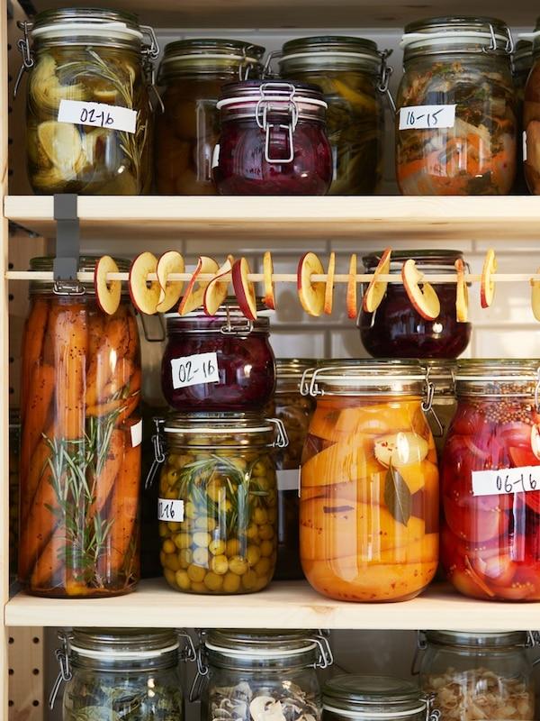Les fruits et légumes se conservent dans des bocaux KORKEN