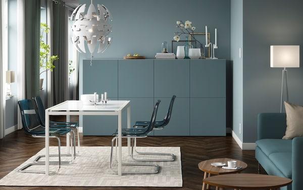 stijlvolle blauwe eetkamer met moderne details
