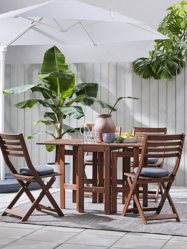 Link to the outdoor dining sets page