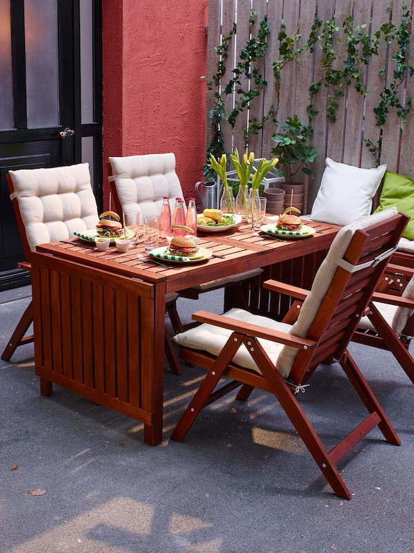 Link to the outdoor furniture category page