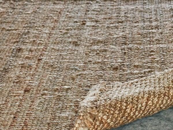 LOHALS flatvevd teppe laget av jute
