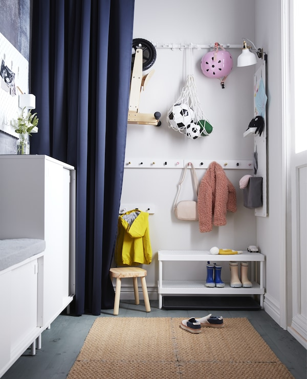 Looking for smart hallway solutions for the kids? IKEA has a lot of hallway furniture just for them. Hang our white clothes rack LURT with six knobs at child height. All knobs from the IKEA Kitchen range fit!