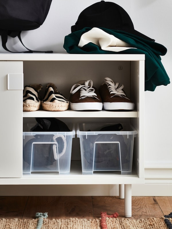 MACKAPÄR white storage unit filled with shoes and SAMLA clear plastic storage boxes