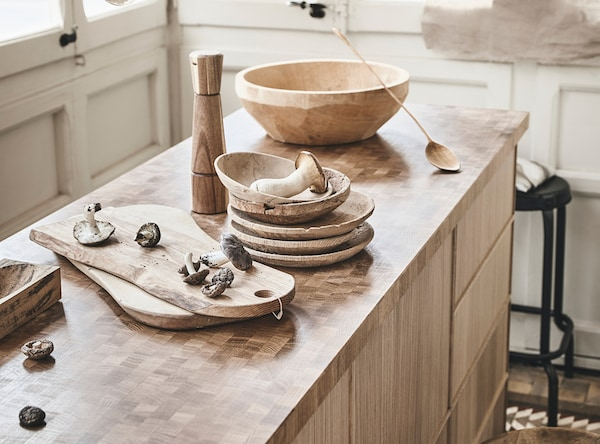 Made with a thin layer technique,  IKEA SKOGSÅ worktop requires less raw material.