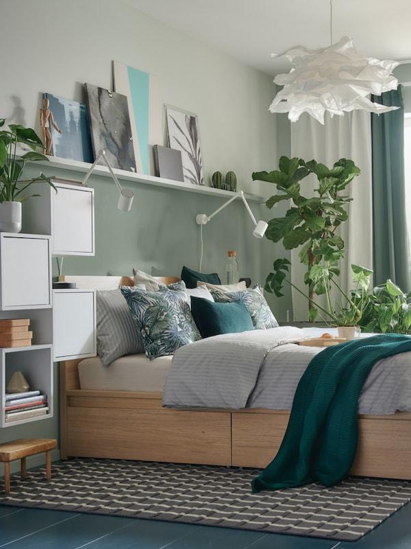 MALM Doppelbett mit hellem Holz