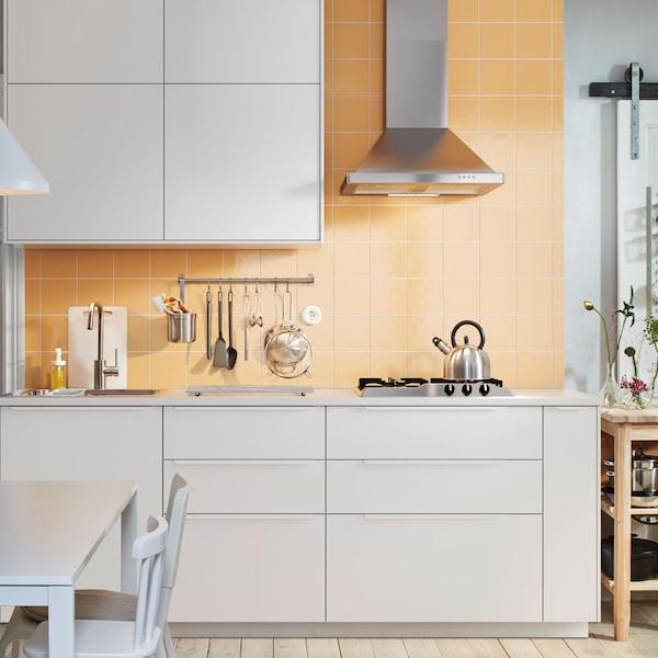 METOD kitchen with white base.