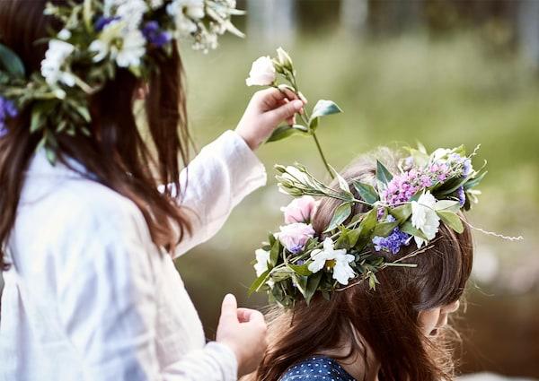 Midsommar Fest Blumengränze als Kopfschmuck
