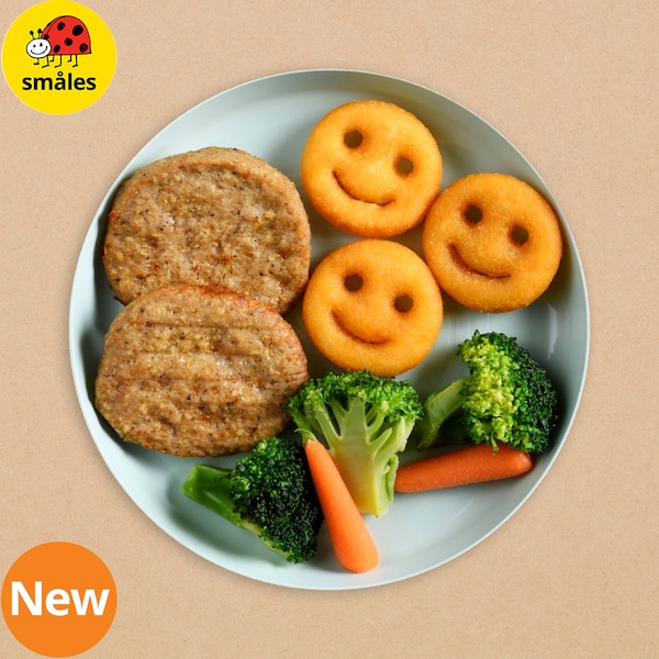 Mini burger with broccoli and baby carrot and fruit juice