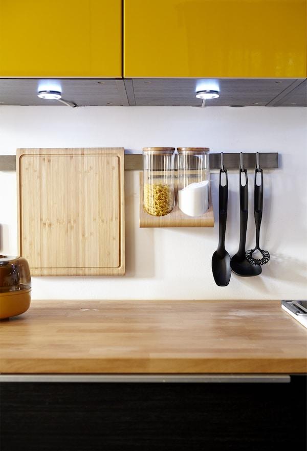 Mit einer freien Arbeitsfläche wirkt die Küche ruck, zuck aufgeräumt.