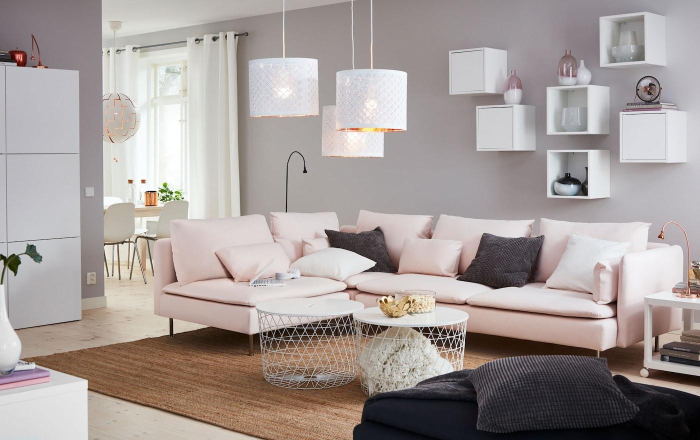 Geselliges Beisammensein In Einem Modernen Wohnzimmer